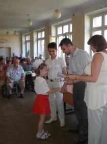 Вручаем призы на детском первенстве области с депутатом И.Максимовым